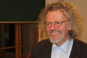 Der Lyriker Thomas Rosenlöcher nach einer Autorenlesung in der Karl-Preusker-Bücherei in Großenhain